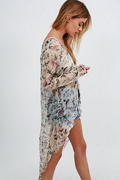 Kimchi Blue Floral Femme Blouse in Ivory - Urban Outfitters