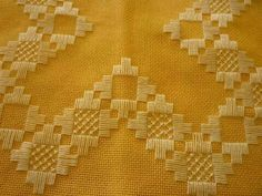 L Bargello, Drawn Thread, Hardanger Embroidery, Cut Work, Diy And Crafts, Projects, Handmade, Glitter Makeup, Pink Rug