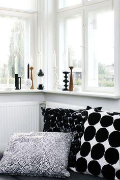 black and white pillows and candleholders Marimekko Finland Marimekko, Home Living Room, Living Spaces, Black And White Pillows, Black White, White Cushions, House Design Photos, Scandinavian Home, Interiores Design