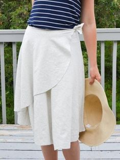 EVERYDAY SEW: ΚΡΟΥΑΖΕ ΦΟΥΣΤΑ ΜΕ ΜΙΑ ΡΑΦΗ Skirt Tutorial, Lace Skirt, Tutorials, Patterns, Skirts, Diy, Fashion, Block Prints, Moda