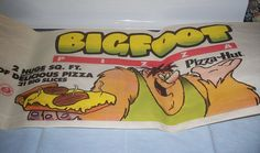 """Having a Pizza Hut Bigfoot pizza at birthday parties: 49 Things That'll Make All Kids Say, """"OMG, I Remember This! New Yorker Pizza, Olive Garden Recipes, Cheesecake Factory Recipes, Scotch Whiskey, Pizza Hut, Baked Chicken Recipes, Good Pizza, 90s Kids, Scotch Whisky"""