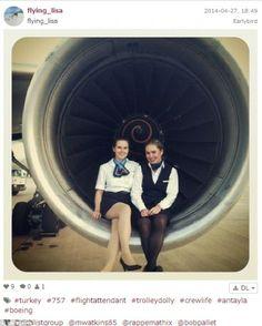 Οι #selfies των αιθέρων - Αεροσυνοδοί ποστάρουν στα #socialmedia φωτογραφίες από τα κόκπιτ και σαρώνουν [ΕΙΚΟΝΕΣ]