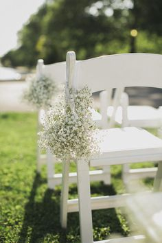 Baby's Breath | The Top 10 Most Inexpensive (But Totally Beautiful!) Flowers | https://www.theknot.com/content/top-ten-inexpensive-flowers