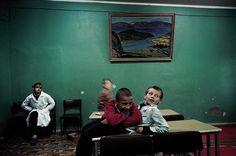 Psychiatric Hospital #6 - Lise Sarfati (1992) Royal Photography, Photography Workshops, Street Photography, Lise Sarfati, Ethnographic Research, Psychiatric Hospital, Mood And Tone, Poor Children, French Photographers