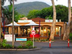 A fantastic choice of Restaurants, the best ice cream in north queensland, hairdressers and shops...we have it all in Palm Cove.#palmcove #cairns
