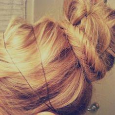 Messy chignon hair Beauty Tutorials: Hair tutorials love her hair Hair Good Hair Day, Love Hair, Great Hair, Gorgeous Hair, Awesome Hair, Bun Hairstyles, Pretty Hairstyles, Wedding Hairstyles, Updo Hairstyle