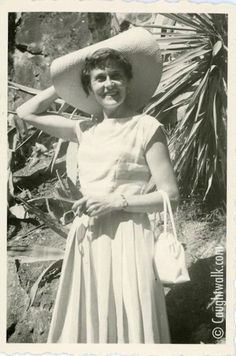 Casual chic – Possibly 1954/1957. Icon #3 wears a striped linen T-shirt and a pleated skirt. She wears a wide-brimmed straw hat, pearl earrings and a small watch. The bag is traditional 50′s style.