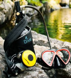 Scuba Dive & Refill Anywhere at Any Time With Mini Scuba Tank Mini Pontoon Boats, Diving Springboard, Diving Quotes, Scuba Diving Gear, Sea Diving, Aqua, Mens Toys, Diving Equipment, Bag Clips