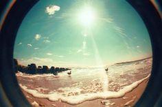 Quero ser feliz nas ondas do mar  Quero esquecer tudo  Quero descansar.