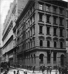 Predecessor to Chase Manhattan: Chase National Bank of the City of New York 15 Nassau Street Ny Ny, Vintage New York, City That Never Sleeps, Lower Manhattan, Famous Landmarks, Nassau, Vintage Pictures, Back In The Day, Old Photos
