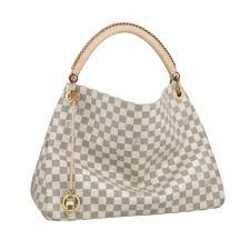 Discover Louis Vuitton Artsy MM: The Artsy MM embodies understated bohemian style. Louis Vuitton& iconic and divinely supple Monogram canvas is enhanced by rich golden color metallic pieces and an exquisite handcrafted leather handle. Louis Vuitton Artsy Mm, Louis Vuitton Online, Louis Vuitton Wallet, Louis Vuitton Handbags, Vuitton Bag, Look Fashion, Fashion Bags, Fashion Accessories, Luxury Fashion