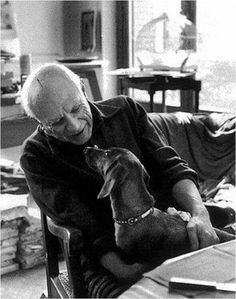 Picasso and Lump (pronounced: loomp; German for 'rascal') They died a week apart in April Lump was allowed into Picasso's studio as the artist was working. Jacqueline, Picasso's second wife, was the only other being given this privilege. Pablo Picasso, I Love Dogs, Puppy Love, Dachshund Love, Picasso Dachshund, Daschund, Henri Rousseau, Pet Shop, Mans Best Friend