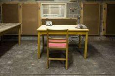 Image copyright                  Alamy Image caption                                      Un estudio de la BBC en el búnker antinuclear de Corsham, Reino Unido.                                Por primera vez, la BBC dio detalles sobre su plan para hacer funcionar un sistema de radiodifusión que operara en caso de una guerra nuclear durante la Guerra Fría.  El excorresponsal diplomático y de asuntos exteriores de la BBC, Paul Reynolds, ha