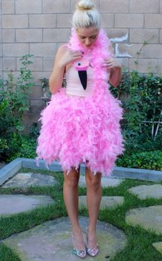 Make Flamingo costume yourself: simple DIY ideas maskerix.de - Make Flamingo Costume Yourself Flamingo Halloween Costume, Fete Halloween, Diy Halloween Costumes, Halloween Nails, Ugly Sweater Party, Ugly Christmas Sweater, Halloween Karneval, Creative Costumes, Maquillage Halloween