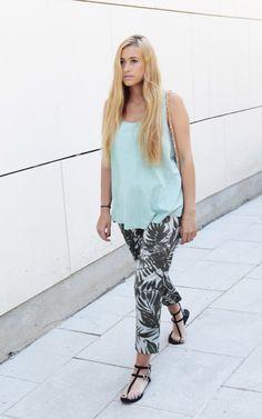 Look Casual llevando #sandalias planas by #MARYPAZ. Shop at ► http://www.marypaz.com/tienda-online/sandalia-plana-en-t-con-hebillas.html?sku=67730