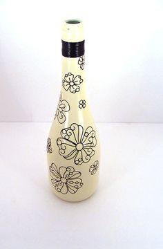 painted wine bottle vase #EWPPinParty