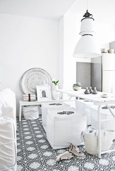 Check Out 21 Splendid Moroccan Dining Room Design Ideas.Moroccan interior it's suitable. Natural wood, traditional lanterns, low tables and cushions instead of chairs are the things you can use for such a decor. Modern Moroccan Decor, Moroccan Interiors, Moroccan Design, Moroccan Tiles, Moroccan Kitchen, Bohemian Kitchen, White Interiors, Contemporary Decor, Home Interior