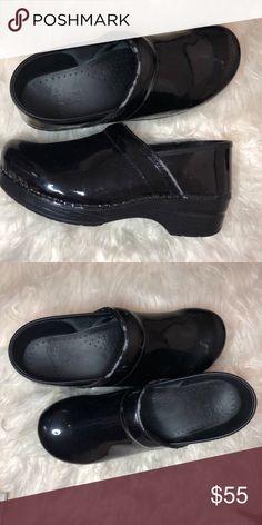5ae12f5d0612 Dansko sz 40 1.5 In Heel Dansko Shoes Mules   Clogs