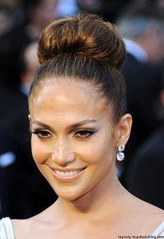 Jennifer Lopez Classic Bun