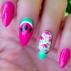 21 Flamingo Nails > CherryCherryBeauty.com [Source: naq57 / Instagram]