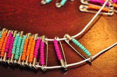 Como fazer um bracelete usando alfinetes de segurança e miçangas =)