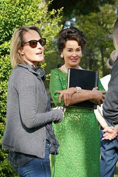 Jessica Lange with director Helen Hunt behind the scenes of Feud: Bette and Joan, episode 1 X 07 - Abandoned