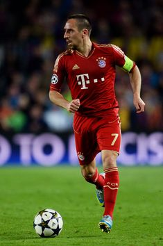 Franck Ribery of Munich runs with the ball during the UEFA Champions League semi final second leg match between Barcelona and FC Bayern Muenchen at Nou Camp on May 1, 2013 in Barcelona, Spain.