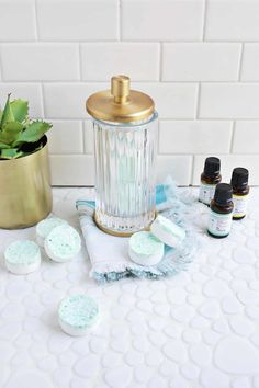 Make your own eucalyptus shower melts for relief during the cold and flu season! Make your own eucalyptus shower melts for relief during the cold and flu season! Guides De Style, Eucalyptus Shower, Room Freshener, Air Freshener, Beautiful Mess, Beauty Recipe, Soap Recipes, Natural Cosmetics, Diy Beauty