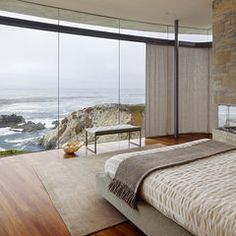 A splendid ocean scene outside. While sleeping, it is best to close the curtain as there will be a draining effect given the motion of the sea. #Feng Shui modern bedroom by Fulcrum Structural Engineering. http://patricialee.me/2012/06/20/feng-shui-bedroom-tips/
