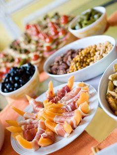 Tip: Numbers Game. Count on each guest eating at least four hors d'oeuvres per hour. So for 20 people, serve at least 320 bites of food (not including dessert) for a four-hour party
