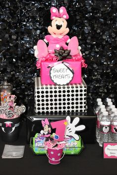 Minnie Mouse Birthday PArty good idea we have that minnie! i could use her minnies and mickeys to decorate