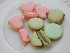 Macarons mit Vollmilchschokolade und weißer Schoki gefüllt *.* - sehen zwar nicht alle perfekt aus, aber dafür schmecken sie HAMMER!!!
