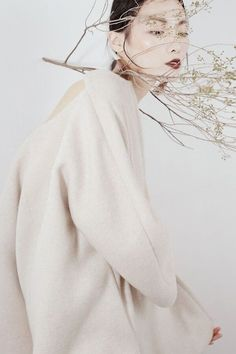 All white creative portrait. A gentle pose, interesting styling and soft lighting Best Portraits, Creative Portraits, Creative Fashion Photography, Fairy Clothes, Fashion Images, Photoshoot Inspiration, Hair Art, Color Photography, Chinese Style