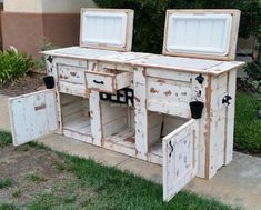 Upcycle an old cabinet into an outdoor double cooler stand with storage. Use the photo for reference. Stain/paint cooler stand to match the other patio furniture. Wood Cooler, Patio Cooler, Diy Cooler, Outdoor Cooler, Pallet Cooler, Pallet Patio Furniture, Bar Furniture, Furniture Projects, Furniture Makeover