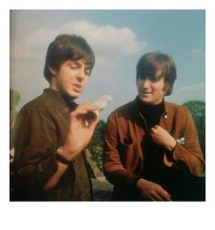 """Paul McCartney & John Lennon """"we could write a song about this. Ringo Starr, George Harrison, Paul Mccartney, John Lennon, Beatles Love, Beatles Photos, Great Bands, Cool Bands, Richard Starkey"""