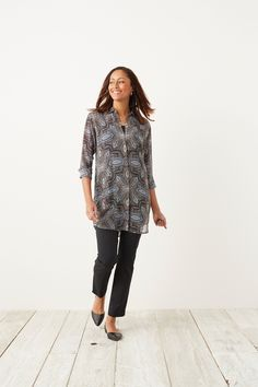 Light and breezy. Our tapestry-print tunic is paired with our cotton-stretch ankle pants