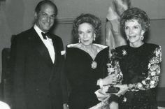 1988- OSCAR DE LA RENTA, BROOKE ASTOR AND LIFETIME ACHIEVEMENT AWARD WINNER NANCY REAGAN