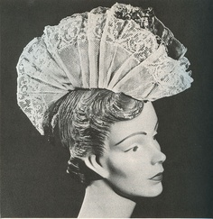 fan on head Rose Hat, Millinery Hats, Folk Costume, Covered Boxes, Hat Pins, Headgear, Fashion History, Headdress, Or Rose