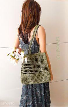 Crochet Clutch Pattern, Crochet Tote, Crochet Handbags, Cute Crochet, Crochet Hooks, Granny Square Bag, Crochet Bag Tutorials, Crochet Market Bag, Yarn Bag