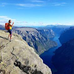 Bakkanosi moh) - magasugutsikt over Nærøyfjorden! Grand Canyon, Water, Travel, Outdoor, Live, Summer, Gripe Water, Outdoors, Viajes