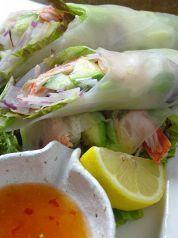 Okayama|岡山 おかやま|Restaurant|はなはな|はなはなの生春巻  海老と濃厚でとろけるアボガドをシャキシャキの生野菜と一緒に包みました!女性に人気の一品です♪