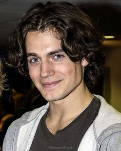 Young Henry Cavill looks like someone out of Greek mythology. Beautiful Women Quotes, Beautiful Tattoos For Women, Beautiful Men, Beautiful People, Handsome Men Quotes, Handsome Arab Men, Woman Sketch, Woman Drawing, Young Henry Cavill