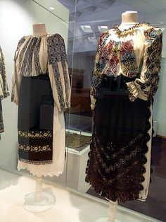 Traditional Folk Romanian Costume, from Northern Oltenia, Valcea county, XIX-th… Folk Embroidery, Learn Embroidery, Embroidery Ideas, Germany Outfits, European Costumes, Popular Costumes, Ancient Artefacts, Ethnic Dress, Folk Costume