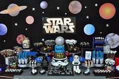 Festa infantil com tema Star Wars é produzida pela Caraminholando para festar os cinco anos do Rafael. A mesa de doces ficou linda e cheia de boas ideias.