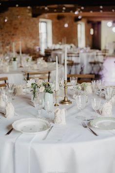 Décoration table mariage - Minimaliste aux tonalités claires et pastelles. Table de mariage avec vaisselle ancienne. Vaisselle Vintage - Bougeoirs vintages - Mariage vert pastel
