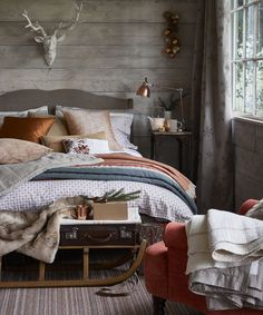 Country bedroom pictures and photos for your next decorating project. Find inspiration from of beautiful living room images Contemporary Bedroom, Modern Bedroom, Bedroom Decor, Bedroom Ideas, Double Bedroom, Boxing Day, Country House Interior, Country Homes, Country Living