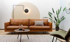 5 tips om de perfecte bank te vinden | vtwonen Sofa, Couch, House Styles, Inspiration, Furniture, Home Decor, Tips, Wicked, Walls