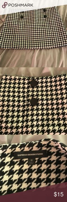 Black and white houndstooth mini skirt Black and white houndstooth mini skirt with button detail. Zips in the back. Never worn! New without tags. 🛍 Check out my closet for a bundle discount. Express Skirts Mini