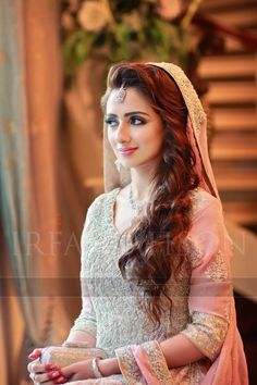Pakistani Wedding Hairstyles For Medium Hair Round - pakistani bridal, pink and cream and grey trend, light Wedding Hairstyles For Medium Hair, Wedding Hairstyles For Long Hair, Bride Hairstyles, Gorgeous Hairstyles, Latest Hairstyles, Short Hair, Curly Hair Styles, Hair Styles 2016, Pakistani Long Hair