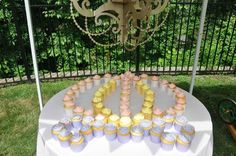 Display cupcakes to look like a carriage!